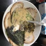 一番 - 料理写真:豚骨チャーシュー麺 940円。辛子高菜トッピング 150円