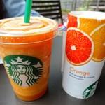 スターバックス・コーヒー - 100%フルーツジュース オレンジ(210円) 【期間限定】マンゴーパッションフルーツティーフラペチーノ Sサイズ(430円)