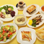 スパルタ - ギリシャの伝統料理をコースやアラカルトでご用意。稀少なギリシャのお酒も豊富に取り揃えます。人数やご予算に合わせてパーティも。