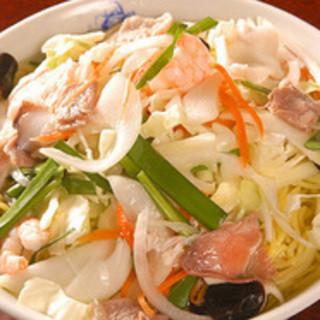 こだわりの新鮮野菜を使った本格中華料理を多く揃えております。