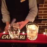 ぴあのバー あんてぃーく - バーボンに四角の氷と丸の氷