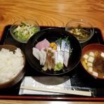 Kyoudoshukouaomoriya - 本日の刺身定食。