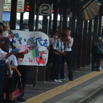 四国まんなか千年ものがたり - 阿波池田駅では高校生がお見送り