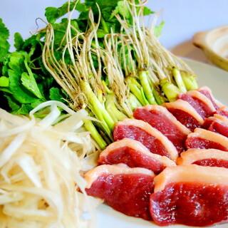 お店を代表する一番人気のお料理「せり鍋」
