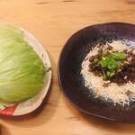チャイニーズフードエイト - 和牛味噌炒め レタス包み