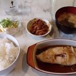 カフェ&レストラン ローズガーデン - 料理写真:とある日のランチ(かれいの煮つけ定食)