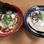 とん匠 - 料理写真:左:海老みそワンタン麺  右:こってり極とん