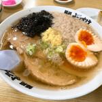 136225768 - 背脂生姜醤油ラーメン+煮玉子