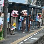 四国まんなか千年ものがたり - 阿波川口駅から狸がお見送り