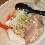 天雷軒 - 2020年9月限定 冷やし鶏しおラーメン(850円) 以外に濃厚。ここの鶏系はハズレがないですね。