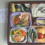 アプリコット - ミックスフライ弁当(エビフライ、ケール入りクリームコロッケ、鶏ささみの青ジソチーズ巻き揚げ、鯛のボワレ、カボチャとクランベリーのサラダ、他)