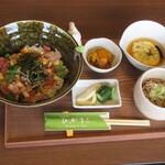 四季彩 ひかりこ - 料理写真:ばら海鮮丼