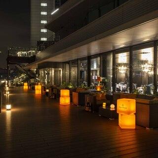 東京湾と浜離宮恩賜庭園を目の前にした絶好のロケーション