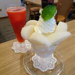 136249557 - 和梨のパフェ&夏いちごジュース