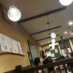 近江町食堂 - 豆電球風ライトが良い。人気店ですね
