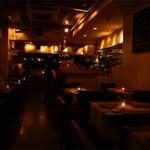 ウラエビス - 柔らかな間接照明が燈り落ち着いた店内