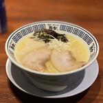 麺道 而今 総本家 - 天然塩の極上あさりそば 830円