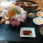 魚屋直営食堂 魚まる - なんと1380円!