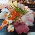 魚屋直営食堂 魚まる - ドドーーン。1380円!