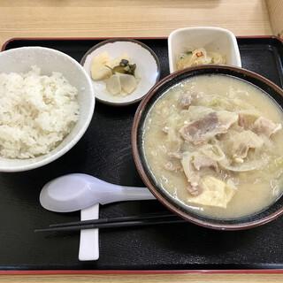 とん汁 たちばな - 料理写真:とん汁定食 (並盛)