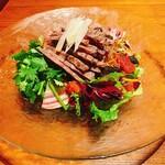 老四川 飄香小院 - 燻製牛肉と彩り野菜の麻辣冷やし麺