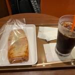 サンマルクカフェ - モーニングセットのじゃがバターデニッシュとアイスコーヒー