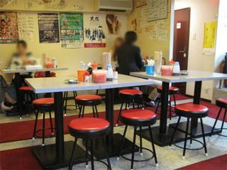 やまちゃん 中洲店 - 店名には『長浜屋台』とありますが、実際は居酒屋です。屋台のイメージを持つラーメン居酒屋と言ったところ。