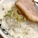 東京煮干し らーめん玉 - チャーシューが柔らかく美味しい。ご飯は及第点。