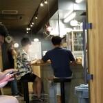 自家製麺 つきよみ - 内観写真: