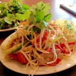 ロータスガーデン - 蒸し鶏とパパイヤのサラダ ¥950 (税抜)