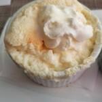 アマーティ - 料理写真:スフレの上を食べたらクリームを投入