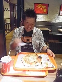 ナポリス ピッツァ&カフェ - JIROCK氏のピッツァはなぜか大きなおできみたいのが!