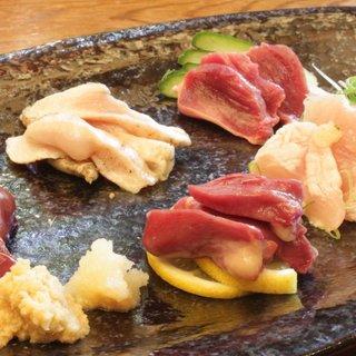 『京都丹波黒鶏』の【お刺身五種盛り】これは絶品です!