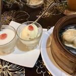 香港楼 - 1人1つデザート小っちゃ。杏仁とアイス。小籠包サイズ