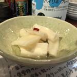 さかなのじんべえ - 自家製甘酢大根290円