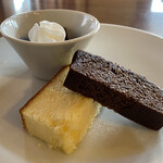 こぶたの家 - デザート チーズケーキ、チョコブラウニー、コーヒーゼリー。