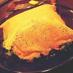ダイニング さんさん - シーザーサラダ焦がしチーズのドームを崩す前