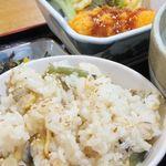 白滝 - 炊き込みご飯と小鉢。