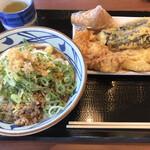 丸亀製麺 - とろ玉肉ぶっかけ 冷 並&天ぷら(とり天 れんこん 長なす)&いなり