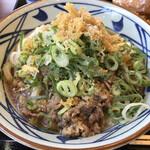 丸亀製麺 - とろ玉肉ぶっかけ 冷 並(ねぎ 天かす すりごま しょうが トッピング)