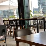 tables cook&LIVING HOUSE - カウンタースツールが高いので、わたしが座ったらひっくり返ると思う・・・。