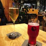 136311426 - 左が、代官山スパークリング 右がハスカップ                       どちらもビール