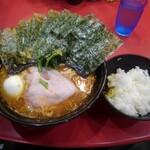 iekeisouhonzanyoshimuraya - 中盛りラーメン 海苔増し 茹で玉子 & ライス