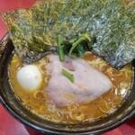 iekeisouhonzanyoshimuraya - 中盛りラーメン 海苔増し 茹で玉子