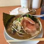 弦之家 - 料理写真:魚介豚骨 950円