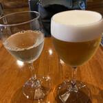 PIZZERIA IMOLA - グラスビールにグラスワイン白。