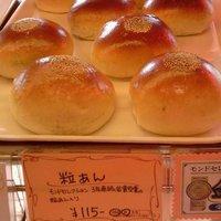 ブーランジェリー・シュルプリーズ - つぶあんパン 115円 モンドセレクション金賞受賞の餡を使っています。 さっぱりした甘さとアズキの香りが、ひろがります。