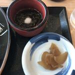 米米麦麦 - 小鉢(もずく酢)・漬物