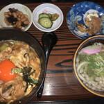 入船 - 料理写真:親子丼定食950円
