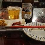 136344229 - 本来は定食の付け合せ(此の日は搾菜と豆)がビールと一緒に摘みとして別皿提供された事に一寸驚く。こういう日本的心遣い…前からだっけ?(笑)